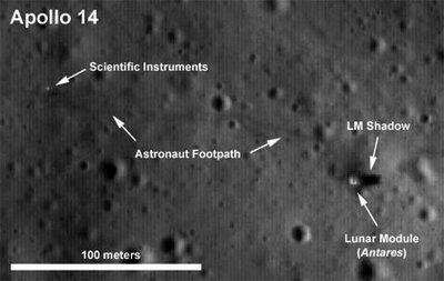 LGS-foto von der apollo-14-landestelle mit erkennbaren fußspuren der selenonauten