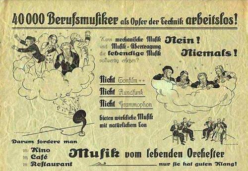 40.000 Berufsmusiker als Opfer der Technik arbeitslos! Kann mechanische Musik und Musik-Übertragung die lebendige Musik vollwertig ersetzen? Nein! Niemals! Nicht Tonfilm, nicht Rundfunk, nicht Grammophon bieten wirkliche Musik mit natürlichem Ton. Darum fordere man im Kino, im Café, im Restaurant Musik vom lebenden Orchester -- nur sie hat guten Klang!