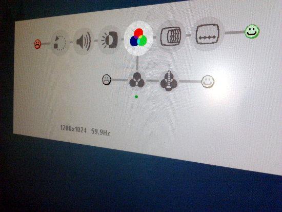 Einstellungsmenü eines Computermonitors, nur aus Piktogrammen bestehend. Am Anfang ein trauriges Gesicht. Am Ende ein fröhliches Gesicht.