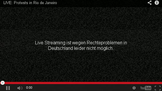 Bildschirmfoto eines youtube-players. Im titel sichtbar: 'LIVE: Protests in Rio de Janeiro'. Anstelle des videos eine einblendung von youtube: 'Live Streaming ist wegen Rechteproblemen in Deutschland leider nicht möglich'.