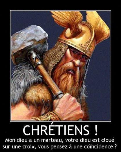 Bild von Thor mit dem Text: 'Chrétiens! Mon dieu a un manteau, votre dieu est clouè sur une croix, vous pensez à une coincidence?