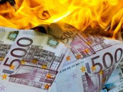 Foto brennender 500-Euro-Banknoten