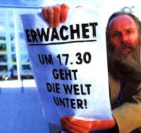 Foto eines religjösen fanatikers, der auf das bevorstehende weltende hinweist