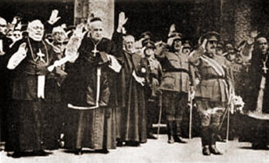 Foto: kirchliche führer erheben den arm zum deutschen gruße