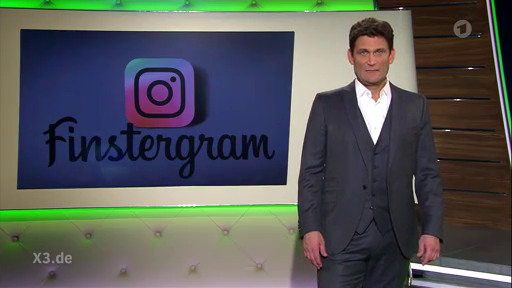 Christian Ehring in extra 3 vor dem instagram-logo mit dem wort finstergram drunter