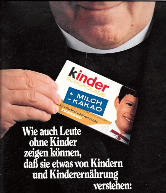 Sehr gruselige Werbung für Kinder-Schokolade aus dem Jahr 1969 mit einem grinsenden Priester, der eine Packung aus der Tasche zieht: Wie auch Leute ohne Kinder zeigen können, daß sie etwas von Kindern und Kinderernährung verstehen...