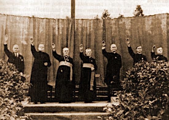 Nachdem Adolf Hitler der röm.-kath. Kirche das bis heute gültige Reichskonkordat geschenkt hat, erhoben sich die arme der röm-kath. großpfaffen zum 'deutschen gruß'.