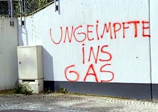 Graffito an einer mauer: ungeimpfte ins gas