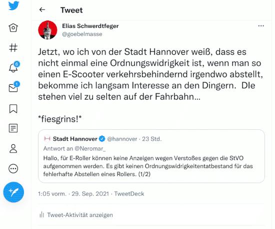 Bildschirmfoto des fiepsers der stadt hannover, verifiziertes zwitscherchen-konto, vom 28. september 2021 -- »Hallo, für E-Roller können keine Anzeigen wegen Verstoßes gegen die StVO aufgenommen werden. Es gibt keinen Ordnungswidrigkeitentatbestand für das fehlerhafte Abstellen eines Rollers.« mit meiner antwort in einem weiterzwitscherer: »Jetzt, wo ich von der Stadt Hannover weiß, dass es nicht einmal eine Ordnungswidrigkeit ist, wenn man so einen E-Scooter verkehrsbehindernd abstellt, bekomme ich langsam Interesse an den Dingern. DIe [sic!] stehen viel zu selten auf der Fahrbahn... *fiesgrins!*«.