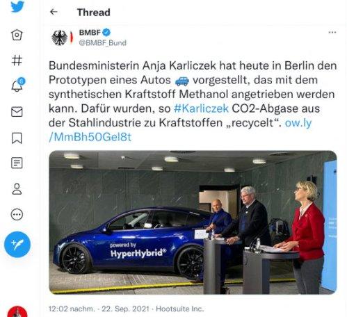 Fiepser von @BMBF_Bund, verifiziertes zwitscherchen-konto, vom 22. september 2021, 12:02 uhr: Bundesministerin Anja Karliczek hat heute in Berlin den Prototypen eines Autos 🚙 vorgestellt, das mit dem synthetischen Kraftstoff Methanol angetrieben werden kann. Dafür wurden, so #Karliczek CO2-Abgase aus der Stahlindustrie zu Kraftstoffen 'recycelt'. http://ow.ly/MmBh50Gel8t