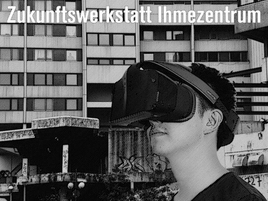 Ein kind mit einer VR-brille steht vor der verrottenden fassade der ruine des ihmezentrums. Darüber steht der text: zukunftswerkstatt ihmezentrum